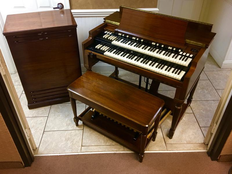 NEW ARRIVAL- NOW IN OUR SHOWROOM! A GORGEOUS VINTAGE HAMMOND B3 ORGAN & Original Matching 122 Leslie Speaker - Will Sell Fast! A Great Value! Plays, Sounds Perfect! - Now Sold!-copy