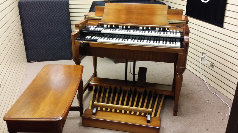 MINT B3 ORGAN PGKE NOW IN OUR SHOWROOM. B3 Hammond Organ 147 Leslie Speaker! Will Sell Fast! - Now Sold! Heading To The BAHAMAS!