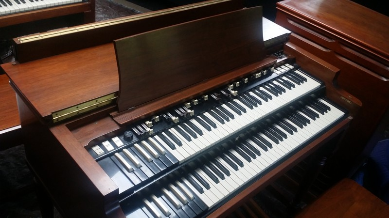 NEW ARRIVAL!  AVAILABLE! Mint 1969 Hammond B3 Organ & Original 122 Leslie! Vintage Perfect! Will Sell Fast! Don't Miss Out On This One! - Available!