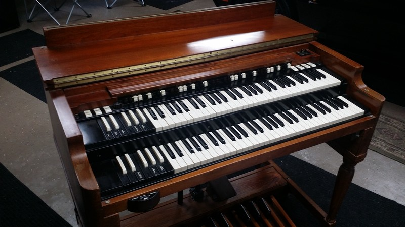 NEW ARRIVAL!  Vntage Hammond B3 Organ In Good Shape & Leslie Speaker Pkge. Light Scratches & Patina On Console. B3 Plays & Sounds Great! Will Sell Fast-Affordable Pkge & Available