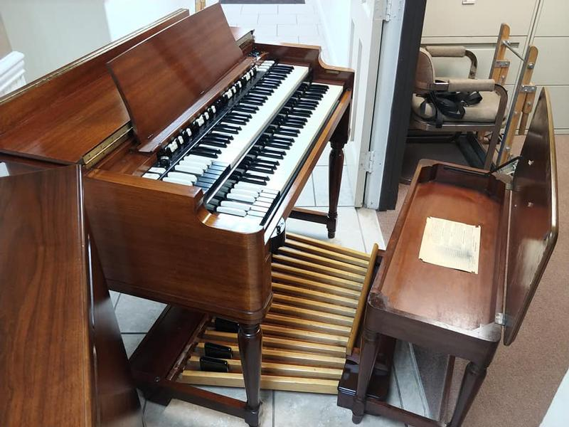 NEW ARRIVAL-Beautiful Hammond B3 Organ-Original Bench & Pedals & Leslie Speaker & PR 40 Cabinet-Excellent Condition, Plays & Sounds Great, Will Sell Fast-Sold!-copy