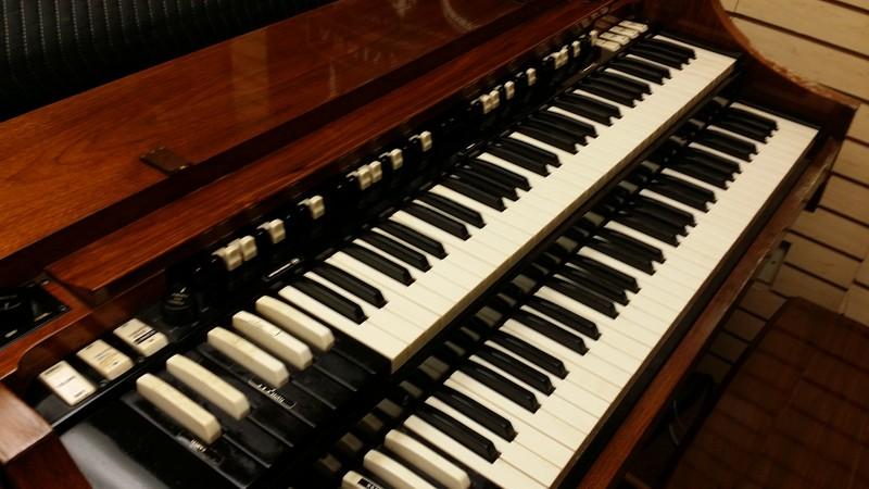 Hammond affordable classic hammond a 100 organ plays for Classic house organ sound