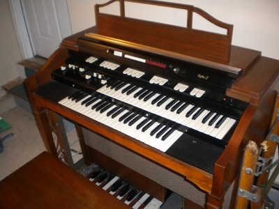 L-212 Tone Wheel Spinet Organ Mint Condition