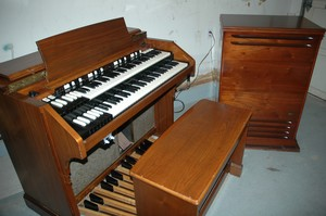 Hammond Vintage Organ & Brand New Leslie 122A