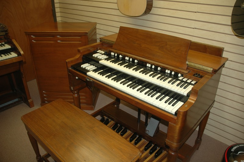 hammond organ and the leslie speaker essay Hammond b3, hammond c3 and a100 now on sale leslie speakers included with every deal.