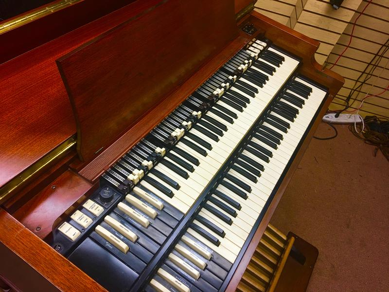NEW ARRIVAL-THE HOLY GRAIL! NOW IN OUR SHOWROOM! A PRISTINE LIKE NEW GORGEOUS VINTAGE HAMMOND B3 ORGAN & LESLIE SPEAKER! Will Sell Fast! A Great Value! Plays & And Sounds Perfect!  Now Available!
