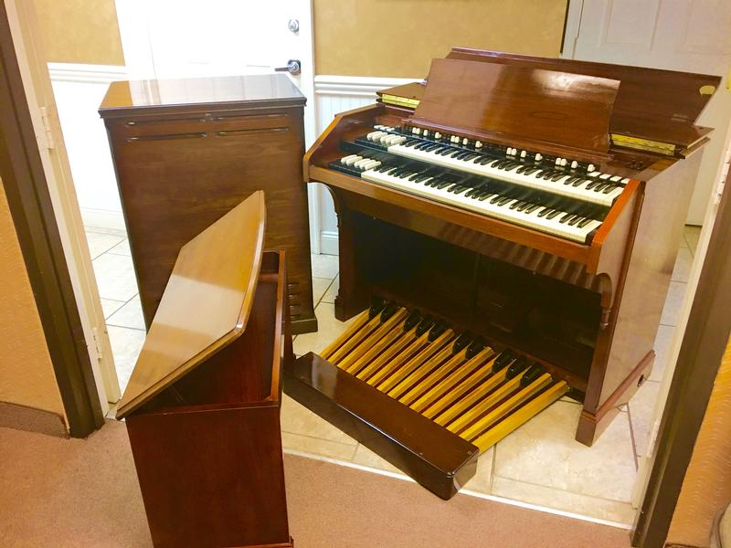 NEW ARRIVAL- NOW IN OUR SHOWROOM! A GORGEOUS VINTAGE HAMMOND C3 ORGAN & Original Matching 122RV Leslie Speaker - Will Sell Fast! A Great Value! Plays, Sounds Perfect! - Now Sold!