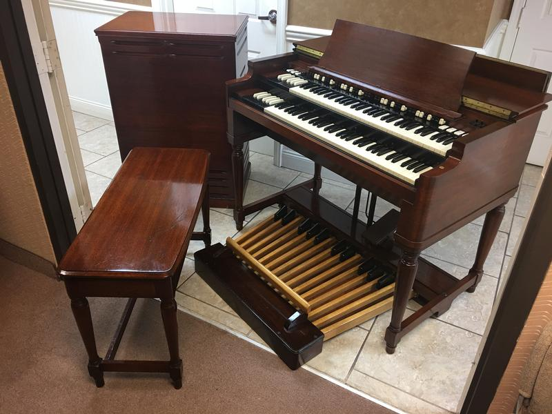NEW ARRIVAL- NOW IN OUR SHOWROOM! A GORGEOUS VINTAGE HAMMOND B3 ORGAN & Original Matching 122 Leslie Speaker - Will Sell Fast! A Great Value! Plays, Sounds Perfect! - Available!