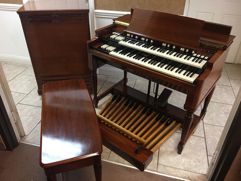 NEW ARRIVAL- NOW IN OUR SHOWROOM! A GORGEOUS 1970 VINTAGE HAMMOND B3 ORGAN & Original Matching 122 Leslie Speaker - Will Sell Fast! A Great Value! Plays, Sounds Perfect! - Now Sold!-copy