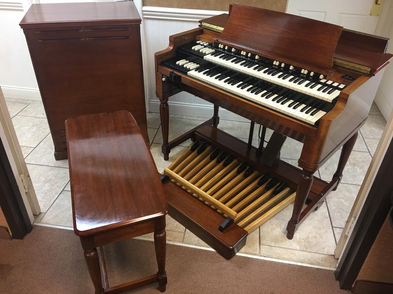 NEW ARRIVAL 10/4/17- NOW IN OUR SHOWROOM! AMINT CONDITION VINTAGE HAMMOND B3 ORGAN & Original Matching 122 Leslie Speaker - Will Sell Fast! A Great Value! Plays, Sounds Perfect! - Available!
