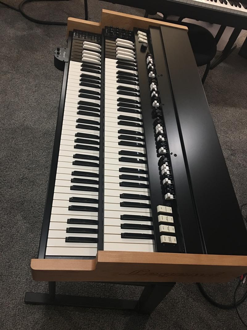 PRE-OWNED PRISTINE VISCOUNT LEGEND CORE ORGAN-Will Sell Fast-Now Available!