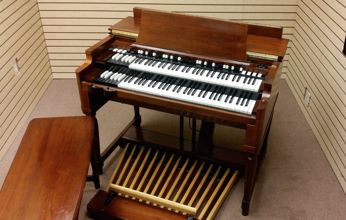 WILL SELL FAST! BEAUTIFUL! Classic MINT Condition Vintage Hammond B3 Organ Package! Also Included Vintage122R Leslie & PR-Hammond Tone Cabinet! This Organ PKG Is Gorgeous!  Will Sell Fast!  Now Sold!