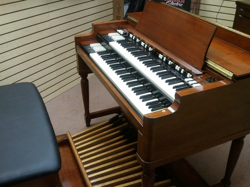 Hammond - BEAUTIFUL!!!! - Vintage Hammond B3 Organ With 122