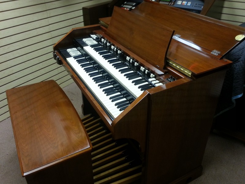 PRISTINE LIKE NEW!  A Beautiful 1964 Vintage Hammond C3 Organ & 147R Leslie!  GORGEOUS! Will Sell Fast! - Now Available!