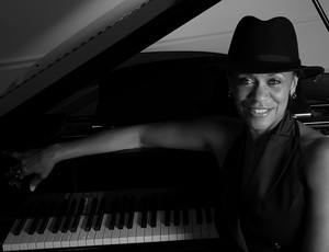 "Jazz Vocal Veteran Lenora Zenzalai Helm Launches Web Programs ""Vocal Jazz Online"" And ""The Vocal Musicianship Academy"" For Serious Singers In Search Of A Career In Music"