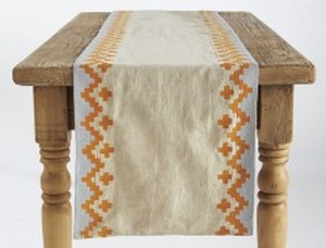 BOLD EMBRODIERED LINED TABLE RUNNER