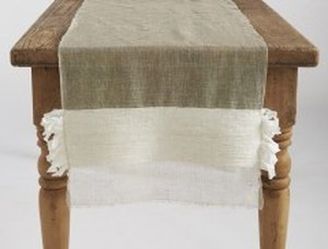 FLOWING FRINGE LINEN TABLE RUNNER